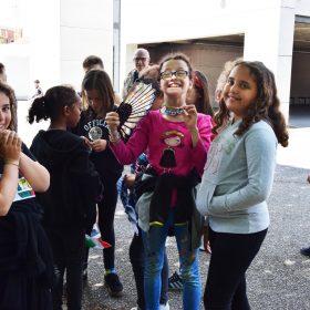 Photo d'un groupe de filles de l'école Michoun en train de rigoler